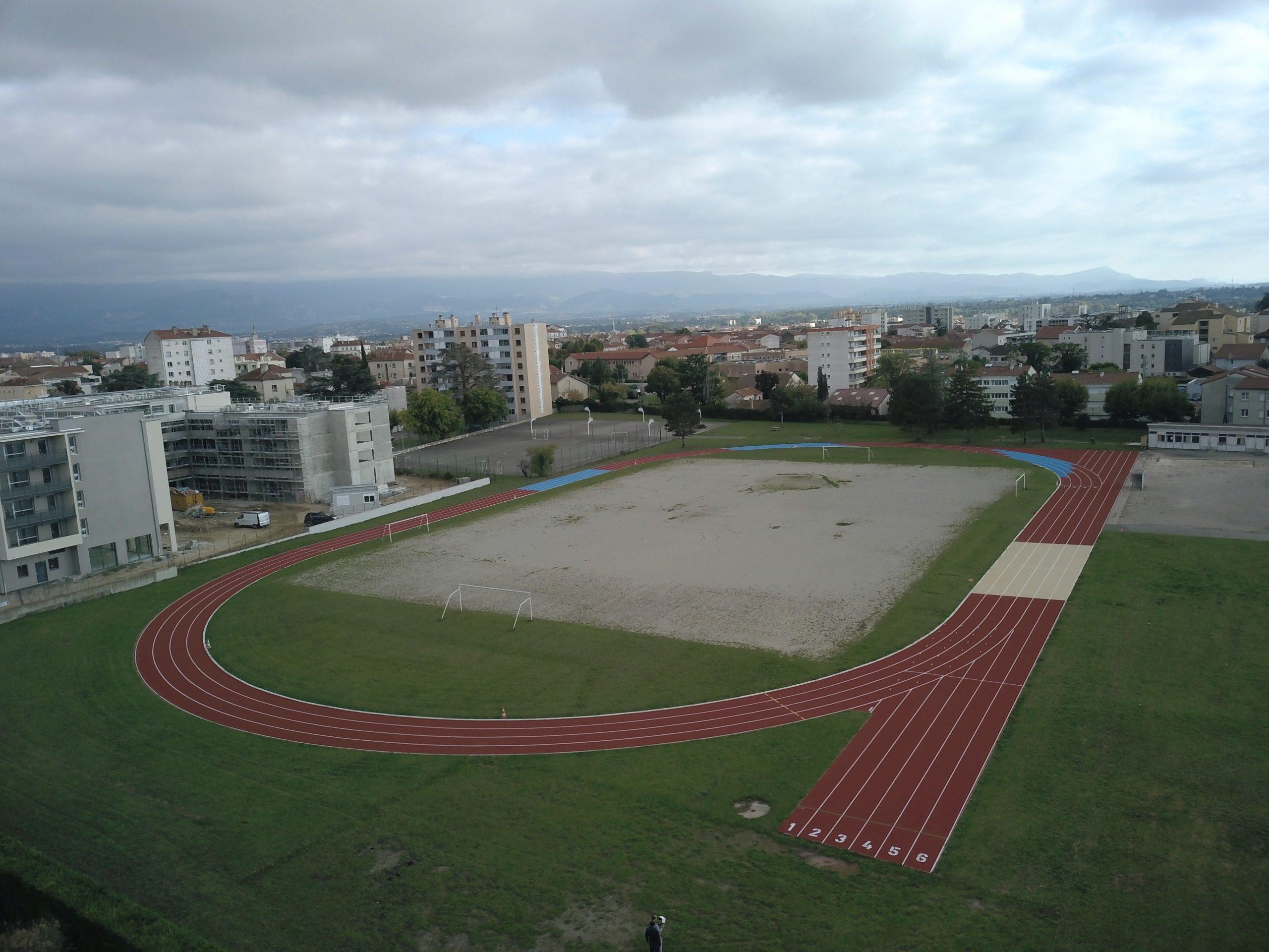 Une piste d'athlétisme toute neuve au lycée du Dauphiné